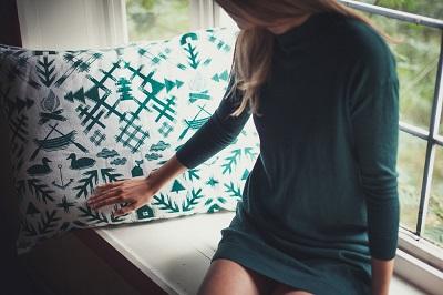 saana-ja-olli-villi-pohjola-interior-pillow-60x80cm-400
