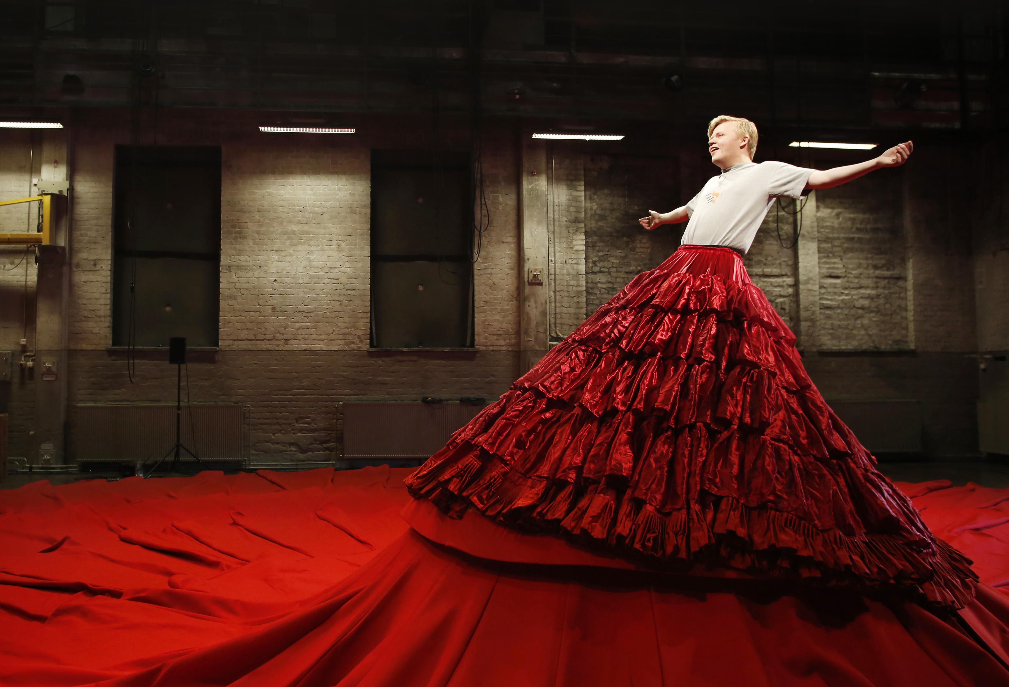 Pekka Kuusisto dressing up in Reddress