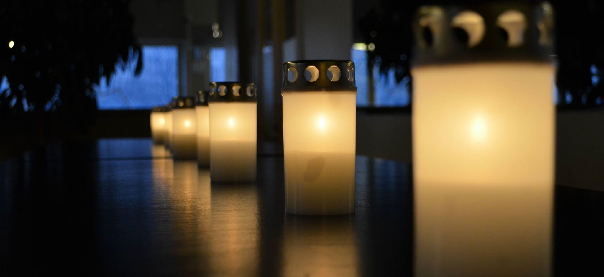 Kynttilätapahtuma, kuva: Surunauha ry