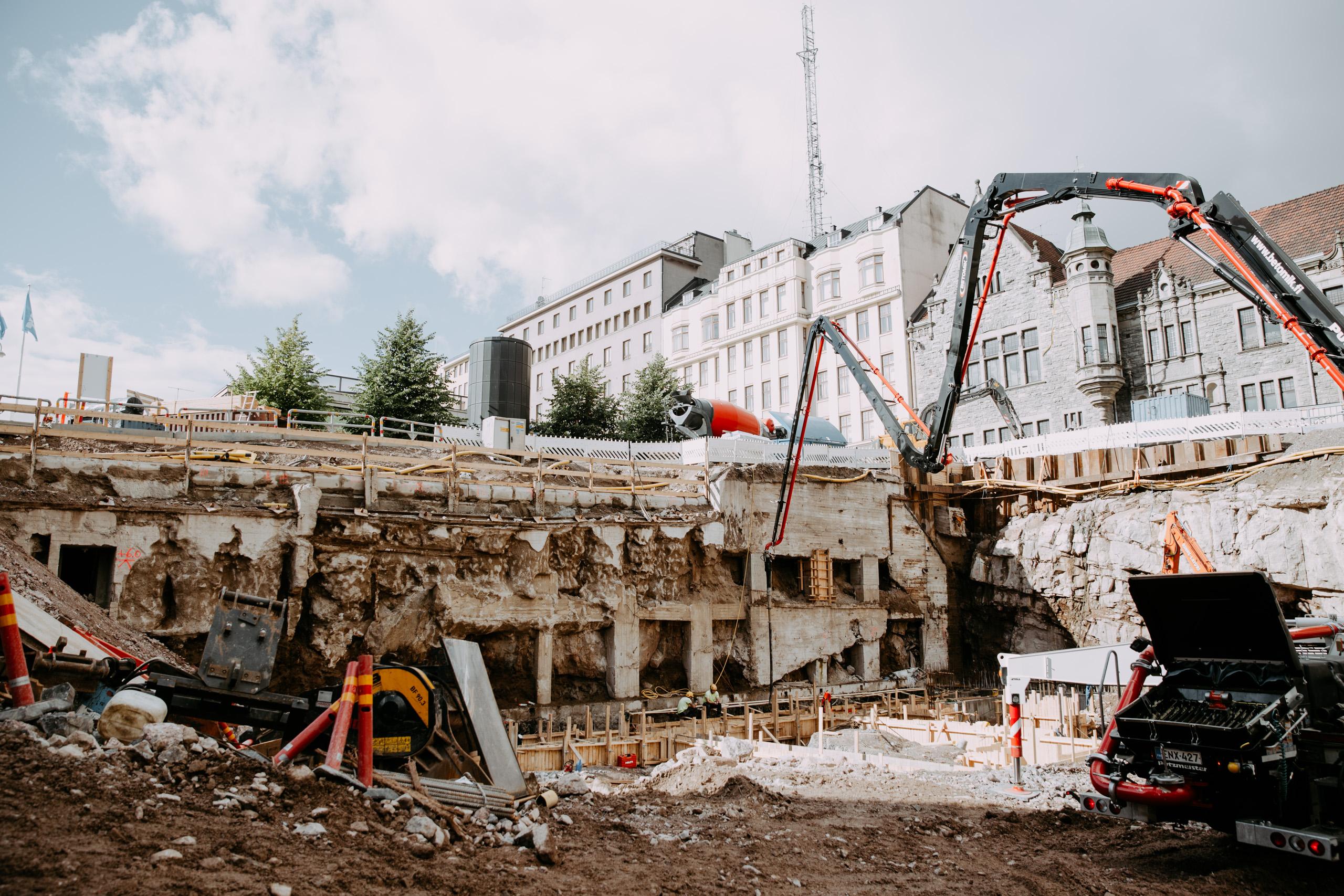 Kasarmikatu 21 rakennustyömaan monttu