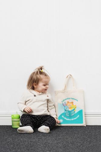 lukulahja-lapselle-kirjakassi-innostaa-vauvaperheet-lukemaan-kuvaaja-rami-lappalainen.jpg