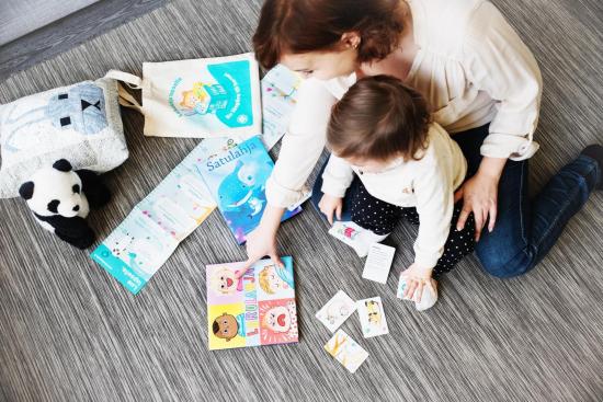 lukulahja-lapselle-kirjakassiin-on-pakattu-kaksi-kirjaa-ja-tietoa-lukemisesta-kuvaaja-rami-lappalainen.jpg