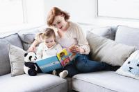 lukulahja-lapselle-kirjakassiin-on-pakattu-uusia-varta-vasten-hanketta-varten-kustannettuja-lastenkirjoja.-kuvaaja-rami-lappalainen.jpg