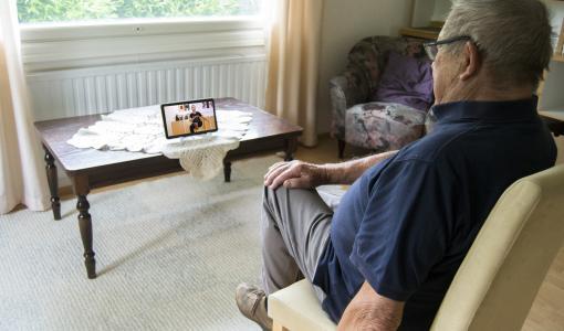 Sisältöä ja iloa yksinäisten ikääntyneiden arkeen teknologian avulla