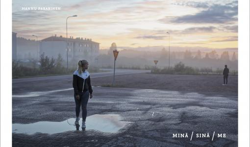 Minä / Sinä / Me -valokuvateos vetoaa ihmisyyden puolesta