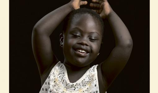 Hiljaisuudesta näkyviin: Erilaiset avaa ovia kehitysvammaisten lasten koteihin eri maissa