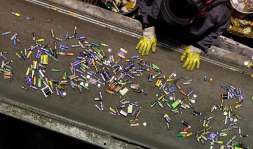 Suomalaiset kierrättivät ennätysmäärän paristoja ja pienakkuja viime vuonna