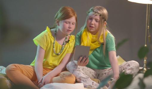 Lyhytelokuva vuodenajoista on lasten ja nuorten taidekalenterin lokakuun video