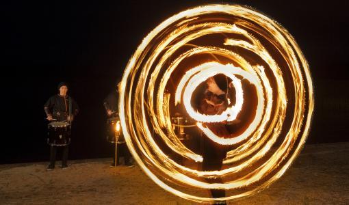 Lasten ja nuorten taidekalenteri juhlistaa itsenäisyyspäivää Tuli ja rytmi -elokuvalla