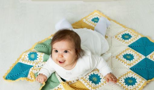 Korjaus: Martat lahjoittavat 4200 neulottua ja virkattua vauvanpeittoa Uudelle Lastensairaalalle