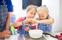martat-lapset-kokkaa-1.jpg