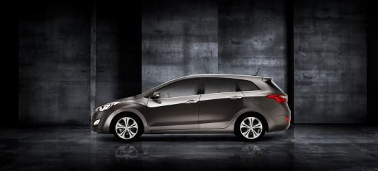 Uusi_Hyundai_i30_Wagon_sivu.jpg