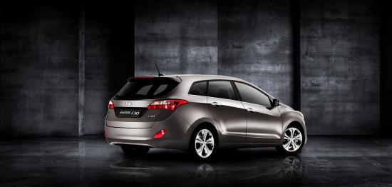 Uusi_Hyundai_i30_Wagon_takaviisto.jpg