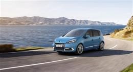 Renault_Scenic_etuviisto_ajo_lowres.jpg
