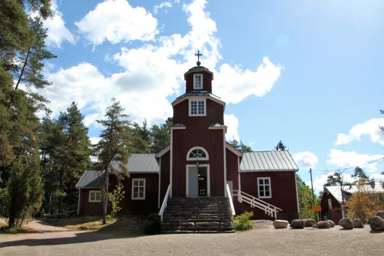 kirkkonummella-sijaitseva-haapajarven-hirsikirkko-on-rakennettu-vuonna-1823.jpg