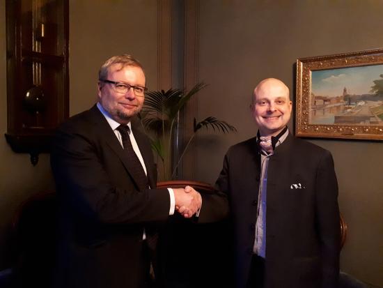 olli-immonen-ja-jaakko-suominen-yhteistyosopimuksen-allekirjoituksessa.jpg