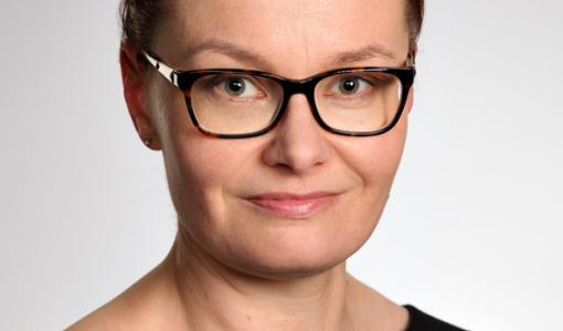 Virpi Launonen esittelee väitöskirjaansa Salpalinjasta pääkirjastossa 19.11.