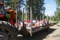muumaa_traktoriajelu.jpg
