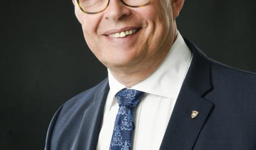 Teijo Virtanen valittiin Suomen Senaatin puheenjohtajaksi