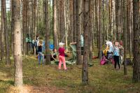 omatoimimajoittujia-pystyttamassa-telttaa.-lapsiperheita-nakyi-kaikissa-metsahotelleissa-runsaasti.-kuva-sampsa-sulonen.jpg