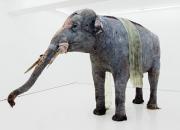 Finlayson Art Area -taidetapahtumassa nähdään elävän kokoinen elefanttiveistos ja keramiikkataidetta Kyösti Kakkosen kokoelmasta