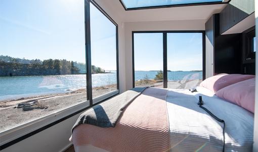 Majoittumisen mullistava luksusmökkivaunu Finlandia 9000 Kouvolan asuntomessuilla – Loistava vaihtoehto myös minikodiksi!
