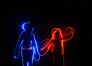 Perhepäivä Kaapelitehtaan museoissa: valomaalauksen taikaa lapsille ja aikuisille