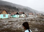 Romanikerjäläisten tarina valokuvissa: Ohikuljetut-näyttely kertoo Mihaela Stoican perheen kymmenestä vuodesta Euroopan kaduilla