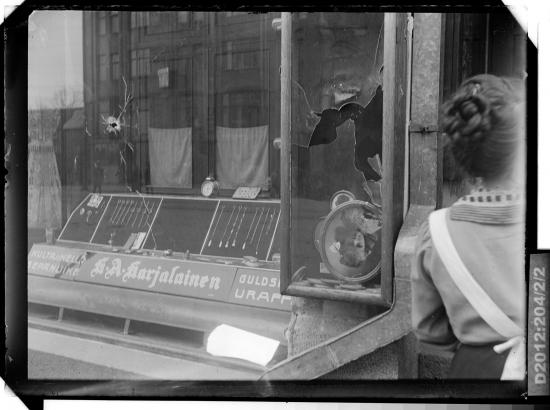tyyne-book-1918-suomen-valokuvataiteen-museo-d2012_204_2_2.jpg
