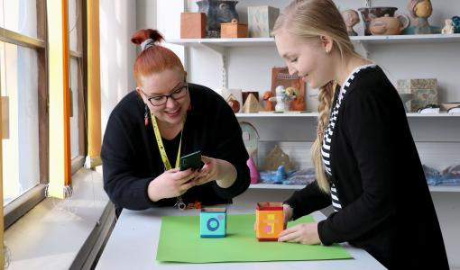 Käsityö- ja muotoilukoulujen opetus digiloikkasi etäopetukseen