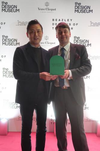 beazley-award.-left-mr.-takuo-nagahara-president-of-muji-europe-holdings.-right-dr.-jussi-suomela-partner-sensible-4.jpg