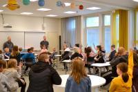 raahen_englanninkielisten_luokkien_tiedotustilaisuus24.5.2019_kuvaleenatormala_1.jpg