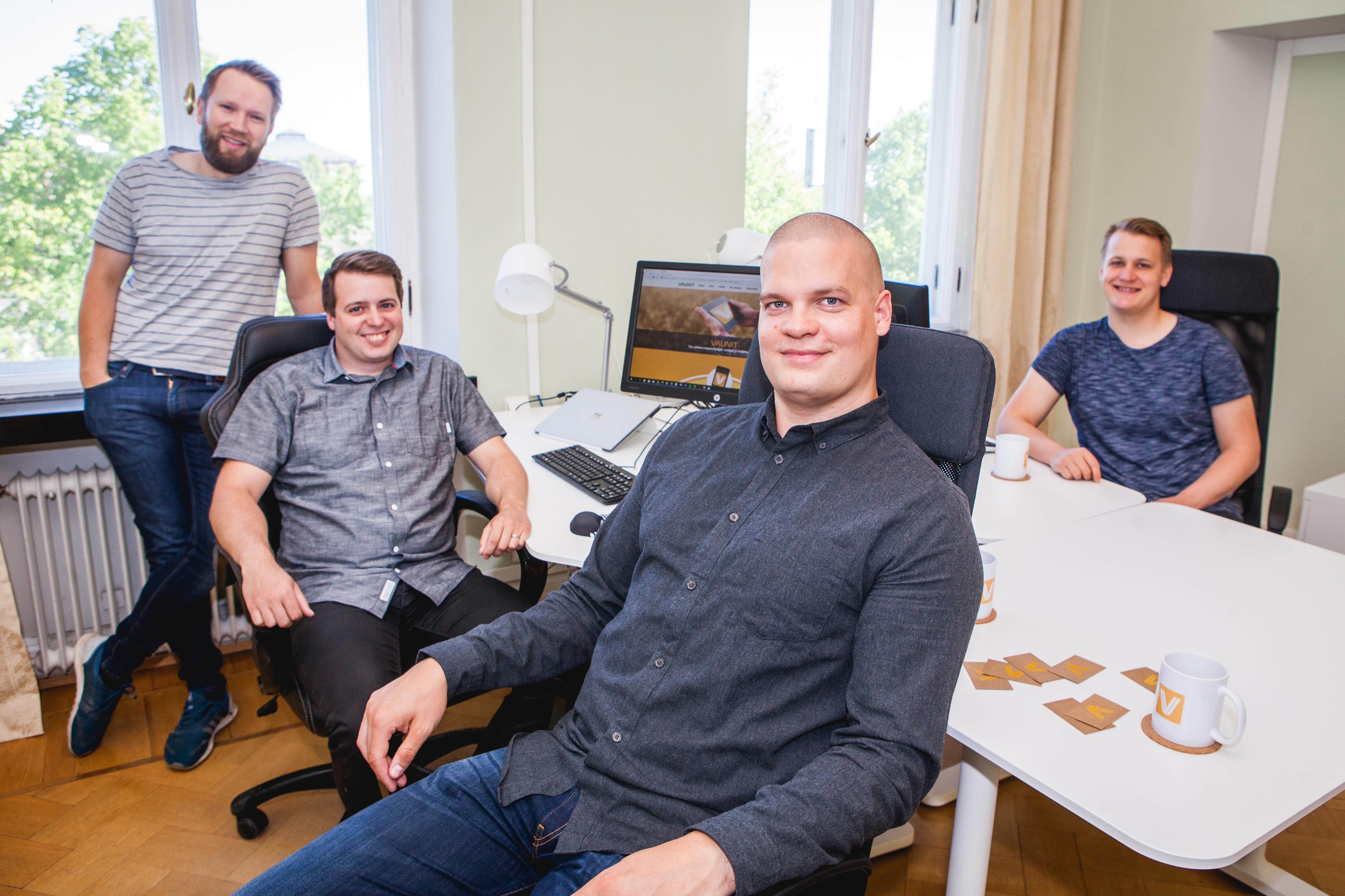Lauri Vanhakartano (vas.), Jonny Mattila, Aaro Kuusisto ja Oskari Pukkila ovat innoissaan palvelun aukeamisesta.