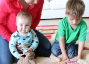Neuvolassa jaetaan tietoa lapselle lukemisen tärkeydestä