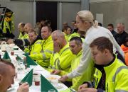 Kompressoriaseman harjannostajaiset juhlistaa rakennustöiden aikataulun mukaista etenemistä