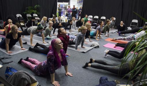 Mustaa joogaa ja mindfulnessia – Tampereen terveysmessut 12.–13.1.2019