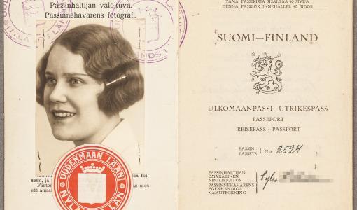Hääkuvasta biometriseen valvontaan – näyttely Suomen passin historiasta