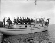 8.-midsommarbat-korsnas-1920-talet.-svenska-litteratursallskapet.-ovriga.jpg