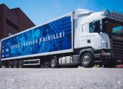 Artificiell intelligens-lastbilen gör finländarna förtrogna med den digitala tiden