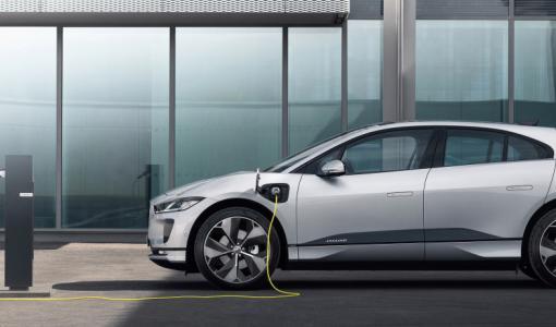 Jaguar I-PACE on nyt älykkäämpi, paremmin yhteydessä ja nopeammin ladattu