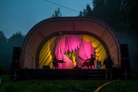 luonnon-konserttisali_harjoitukset_kuva-joel-heinometsahallitus.jpg