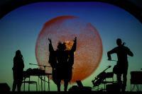 luonnon-konserttisali_taitelijat_lavalla_kuva-joel-heinometsahallitus.jpg