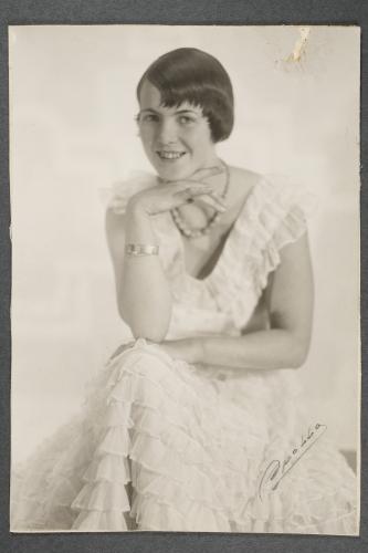 portratt-yrsa-cannelin-g.-hasselblad-1910-d-fotograf-okand.jpg
