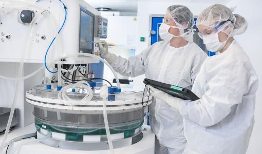 Geenilääkeyhtiö FinVector avasi uuden puhdastilan – lääkevalmistus laajenee Kuopiossa