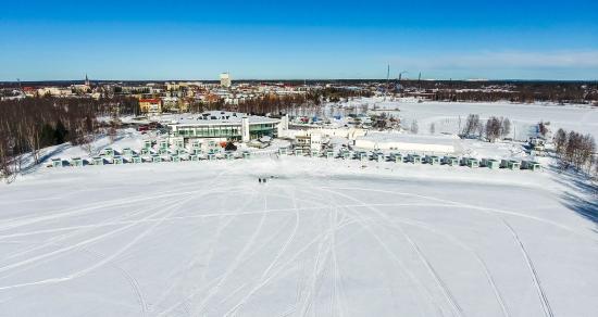 lumilinnan-lomakeskus-talvisessa-maisemassa.jpg