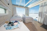 seaside-glass-villas-by-the-frozen-sea-in-winter-time.jpg