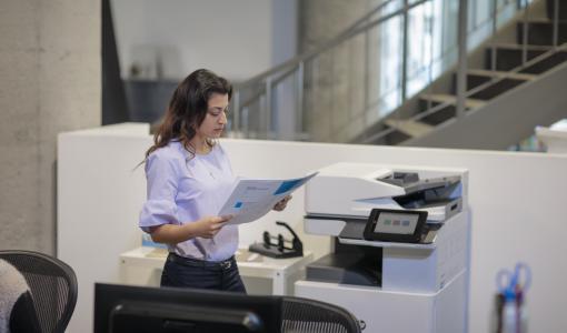Sujuvampien työpäivien puolesta – HP:n uudet tulostusinnovaatiot yrityksille säästävät aikaa