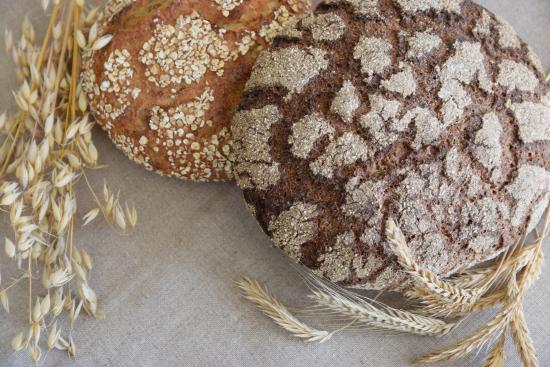 tumma-ja-vaalea-leipa.jpg