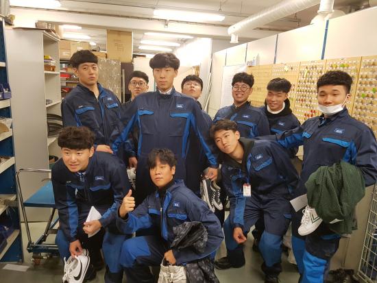 korealaiset-opiskelijat-tyovaatteissa..jpg