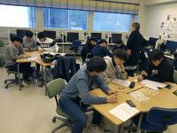 korealaiset-opiskelivat-englantia-sanna-rantasen-johdolla..jpg